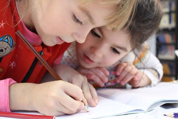 4 powody, dla których warto wysłać dziecko na zajęcia plastyczne